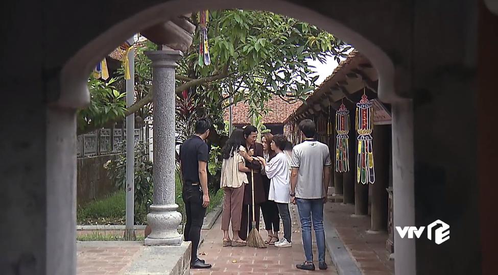 Phim Về nhà đi con tập 83: Thư, Huệ, Dương khóc nức nở vì ông Sơn bỏ nhà đi tu - Ảnh 5