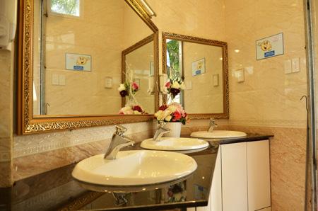 Bất ngờ những nhà vệ sinh công cộng hiện đại ở Việt Nam - Ảnh 2