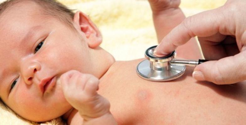 Cách đơn giản phòng bệnh viêm phổi cho trẻ lúc giao mùa, mẹ tiếc gì không xem - Ảnh 1