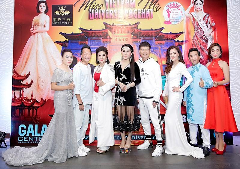 Giám đốc truyền thông Lê Phạm rạng ngời trên thảm đỏ Dạ tiệc ra mắt doanh nhân - Ảnh 10