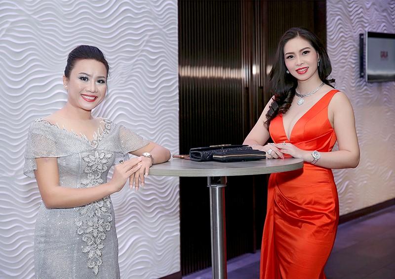 Giám đốc truyền thông Lê Phạm rạng ngời trên thảm đỏ Dạ tiệc ra mắt doanh nhân - Ảnh 8