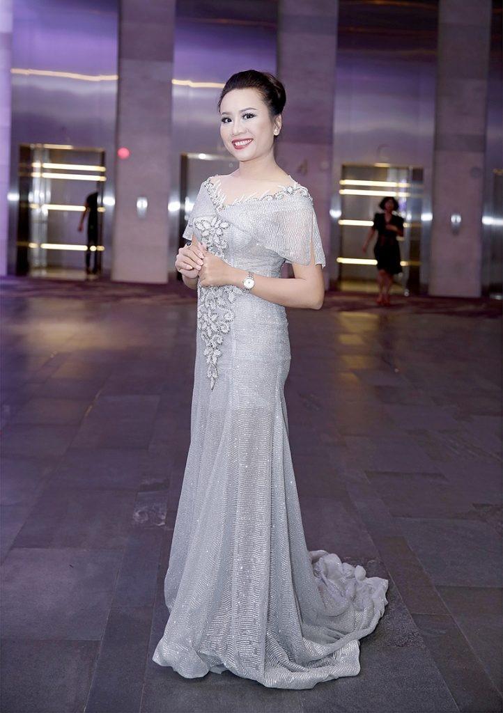 Giám đốc truyền thông Lê Phạm rạng ngời trên thảm đỏ Dạ tiệc ra mắt doanh nhân - Ảnh 1