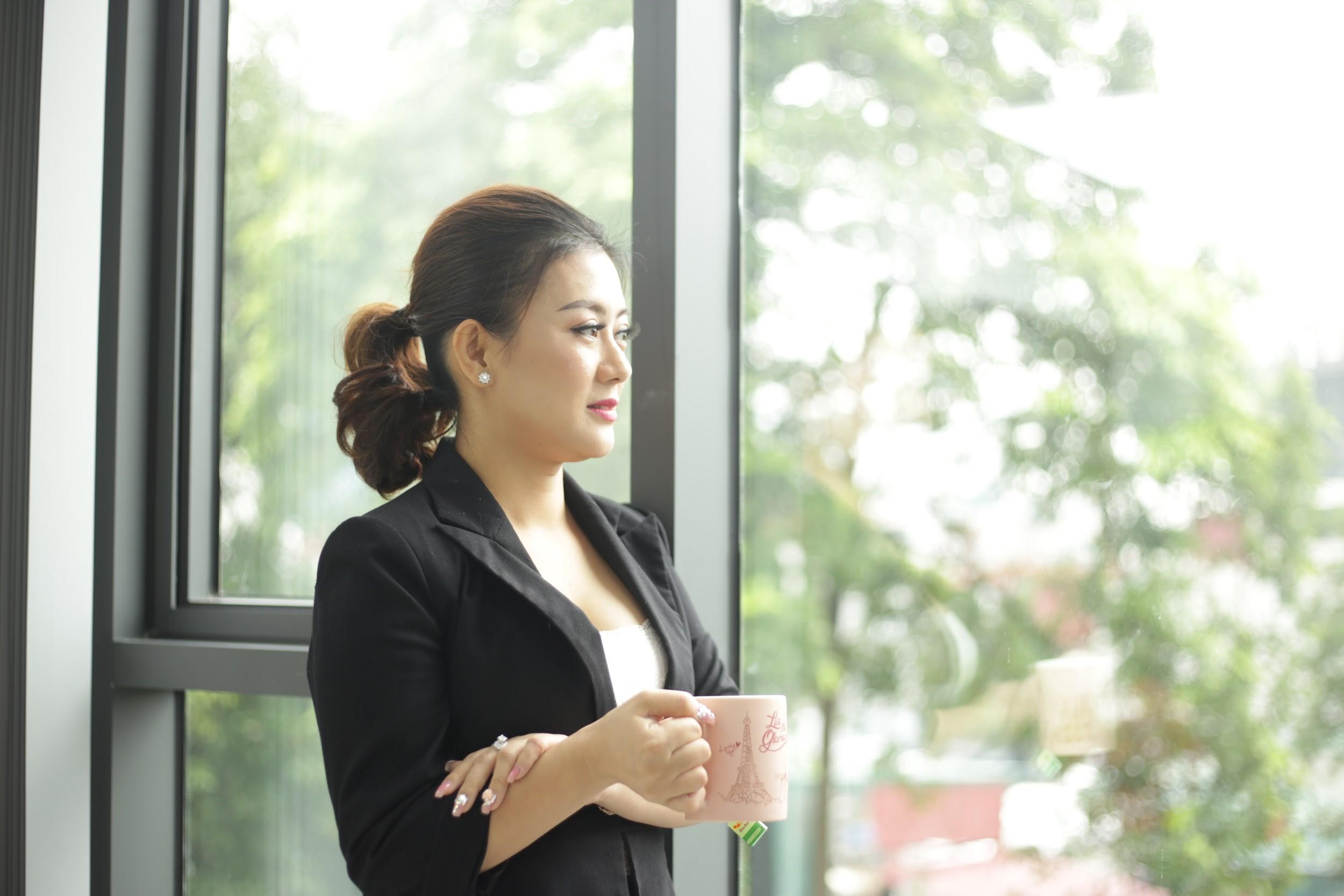 Khúc Thị Phương Thúy - Nữ thuyền trưởng và mối tình 15 năm dành cho Thẩm mỹ Việt - Ảnh 8