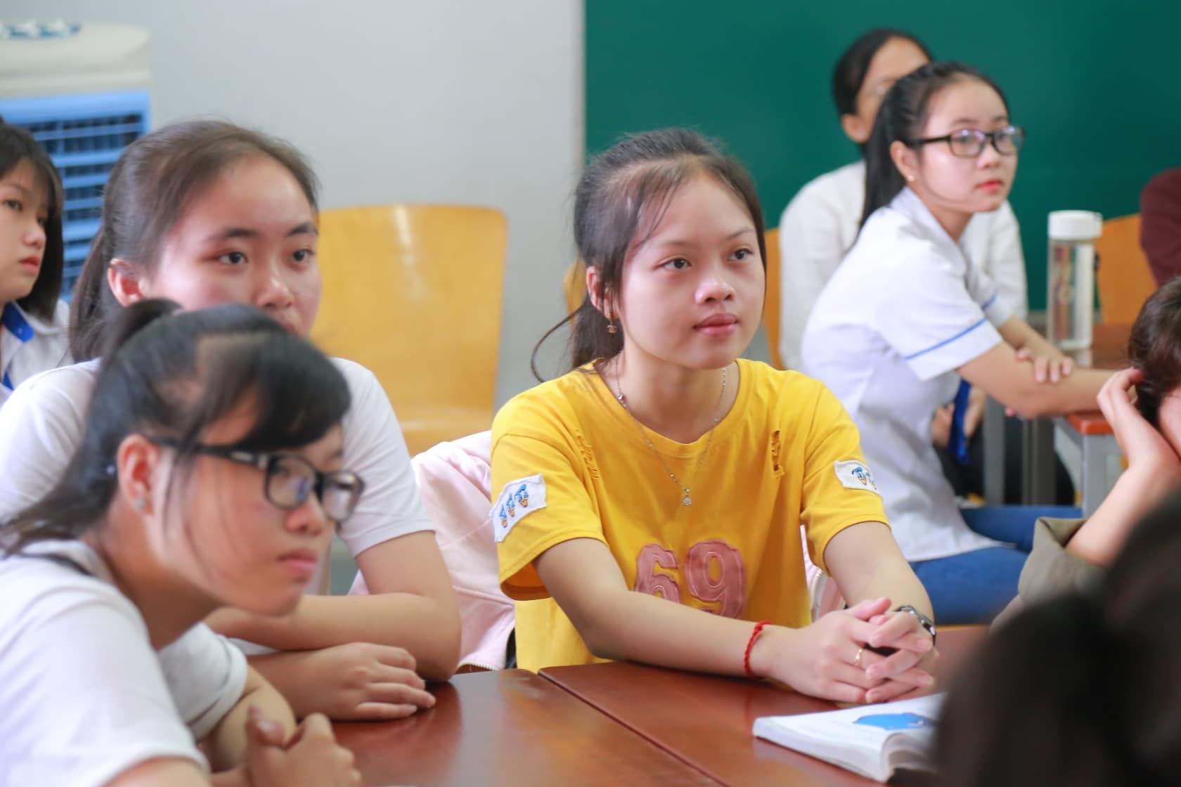 Sinh viên HUFI sáng tạo không gian làm việc và học tập cho sinh viên - Ảnh 3