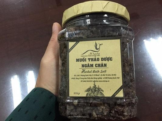 Lưu ý khi dùng muối thảo dược ngâm chân - Ảnh 1