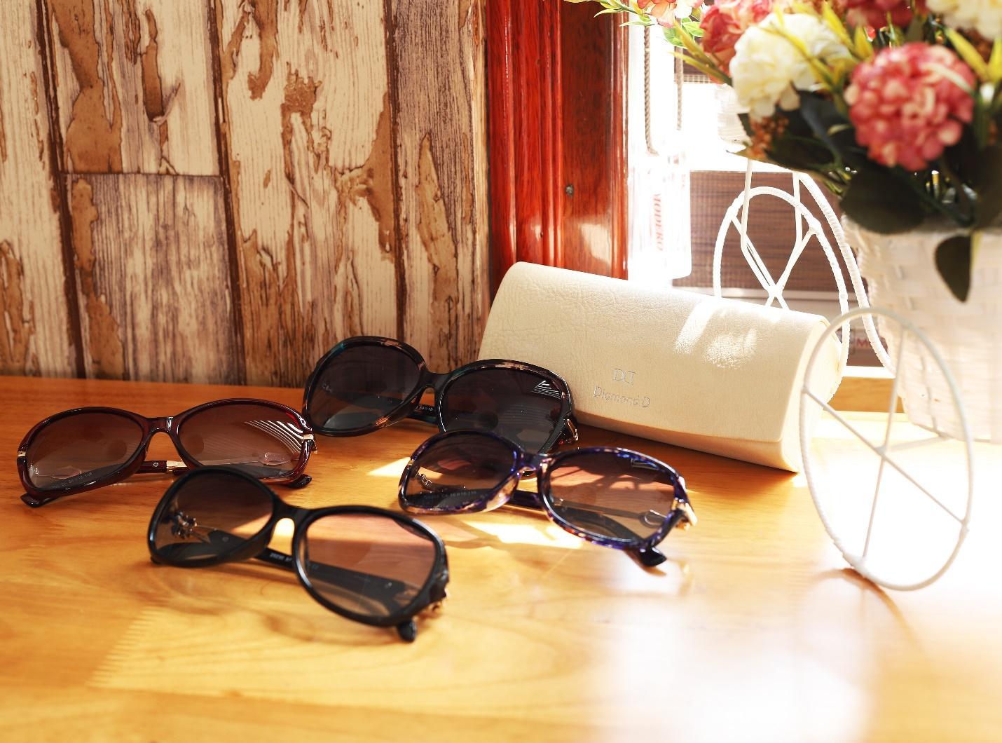 Black Friday, giảm giá đến 40% đồng hồ, kính mắt tại Đăng Quang Watch - Ảnh 1