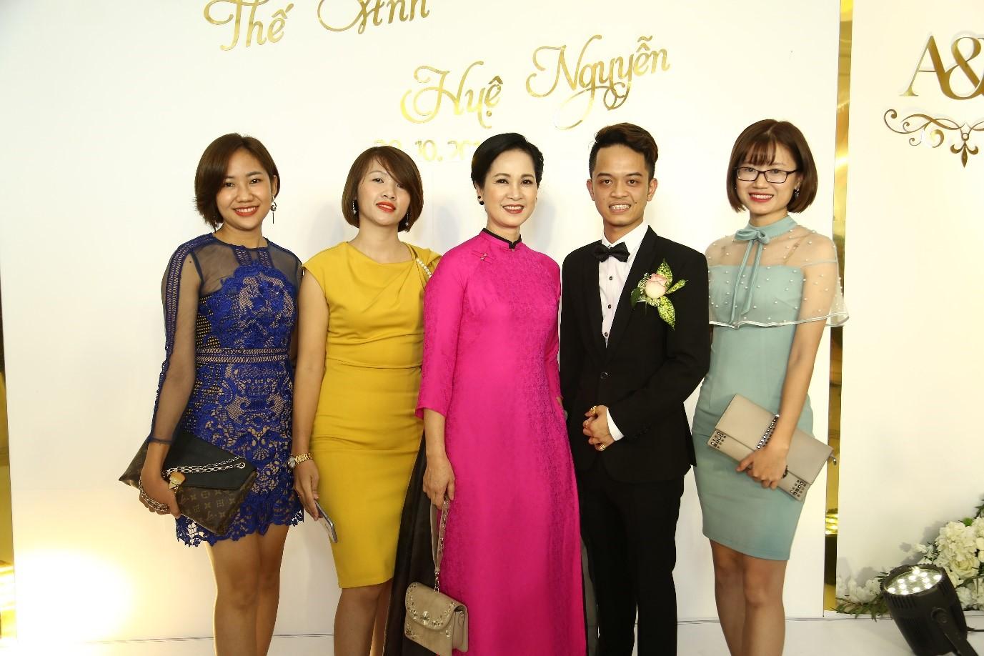 Truy tìm chủ nhân của chiếc váy 25.000 USD được cư dân chia sẻ trong suốt tuần vừa qua  - Ảnh 7
