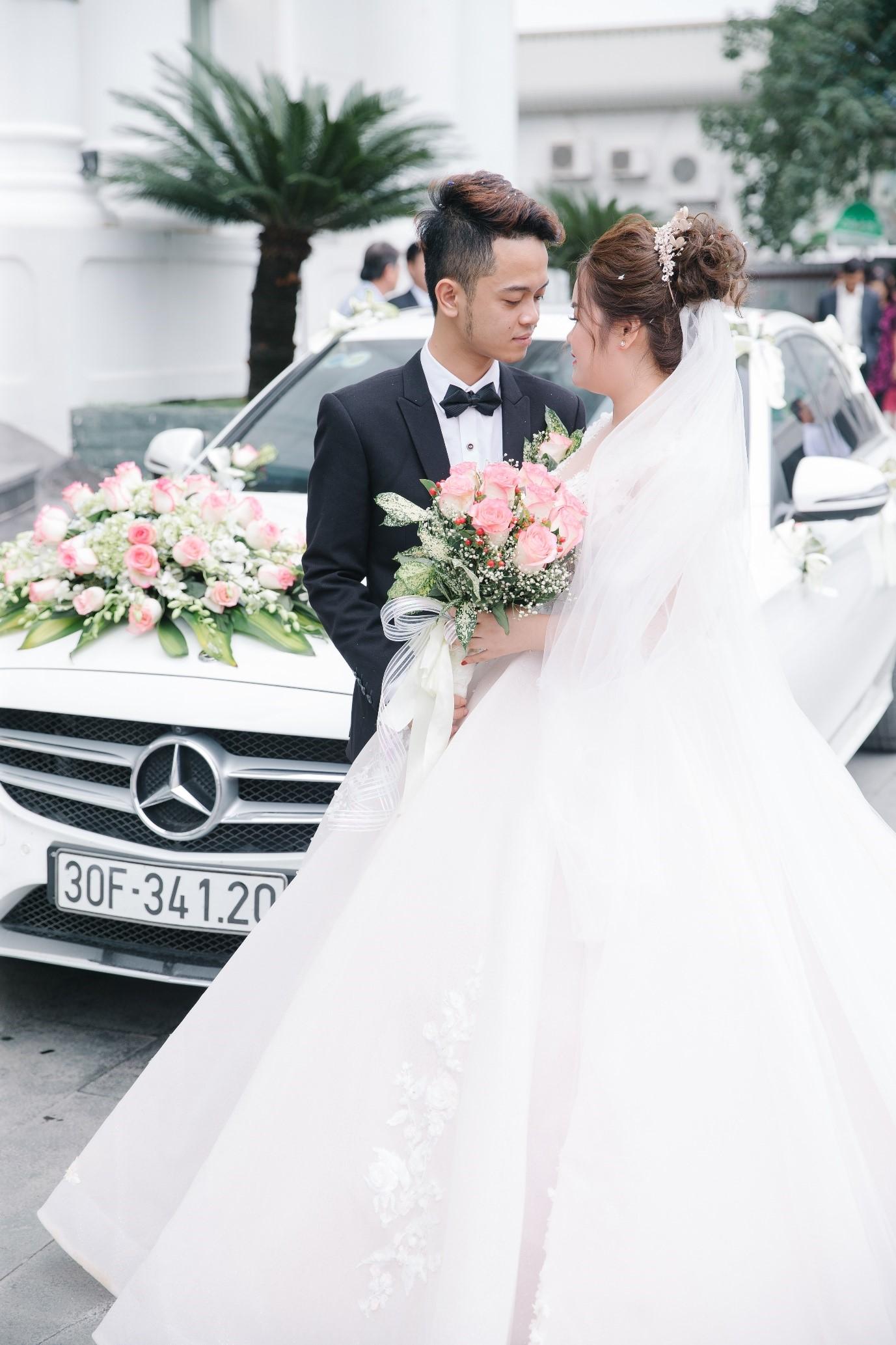 Truy tìm chủ nhân của chiếc váy 25.000 USD được cư dân chia sẻ trong suốt tuần vừa qua  - Ảnh 1