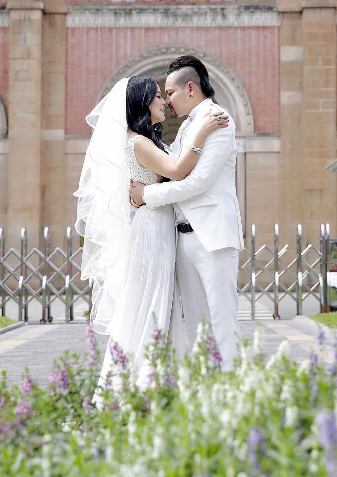Giám đốc truyền thông Lê Phạm trẻ trung đến chúc mừng hôn lễ của CEO Lý Nhã Lan - Ảnh 1