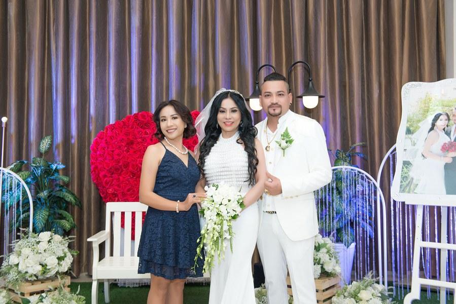 Giám đốc truyền thông Lê Phạm trẻ trung đến chúc mừng hôn lễ của CEO Lý Nhã Lan - Ảnh 2