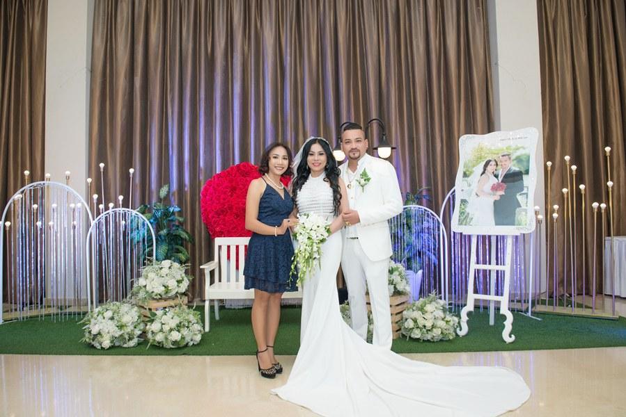 Giám đốc truyền thông Lê Phạm trẻ trung đến chúc mừng hôn lễ của CEO Lý Nhã Lan - Ảnh 3