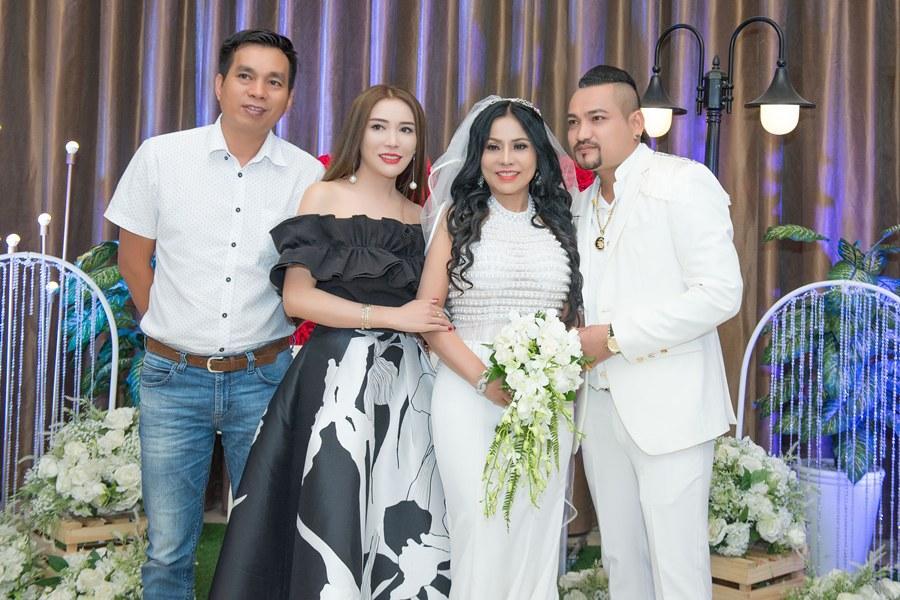 Giám đốc truyền thông Lê Phạm trẻ trung đến chúc mừng hôn lễ của CEO Lý Nhã Lan - Ảnh 7