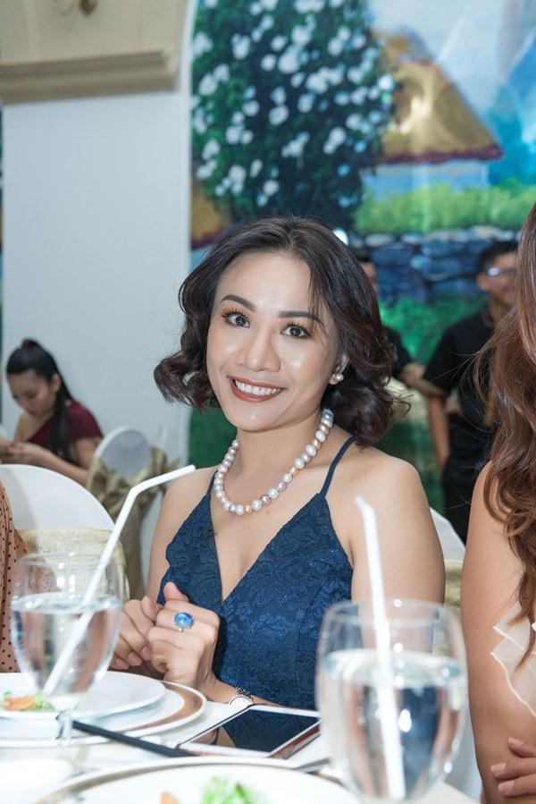 Giám đốc truyền thông Lê Phạm trẻ trung đến chúc mừng hôn lễ của CEO Lý Nhã Lan - Ảnh 8