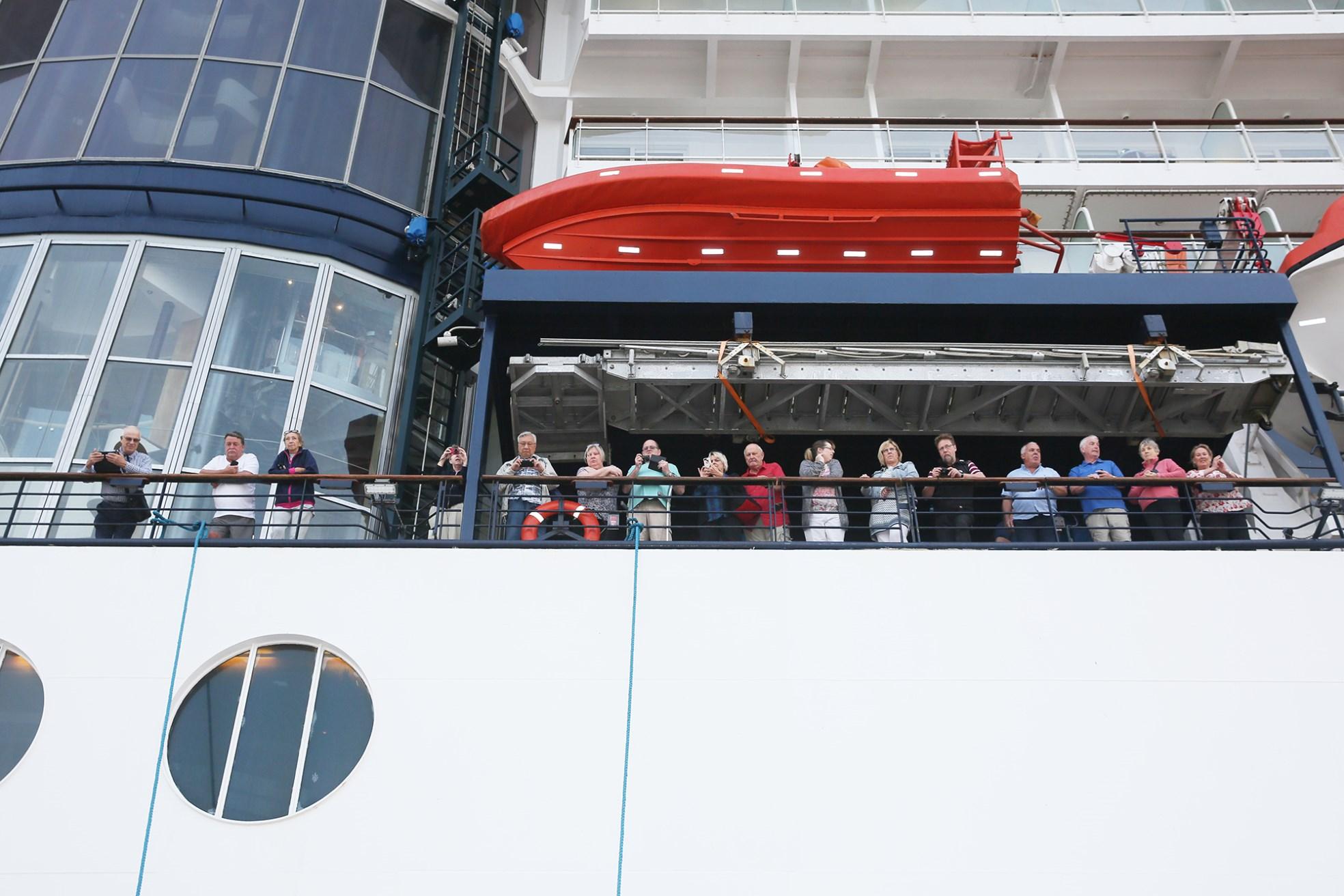 Cảng hành khách du lịch quốc tế Hạ Long đón chuyến tàu 5 sao đầu tiên - Ảnh 1