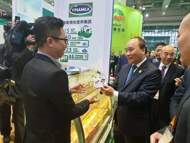 Các sản phẩm sữa của Vinamilk được người tiêu dùng ưa chuộng tại Hội chợ nhập khẩu quốc tế Trung Quốc lần thứ nhất tại Thượng Hải - Ảnh 1