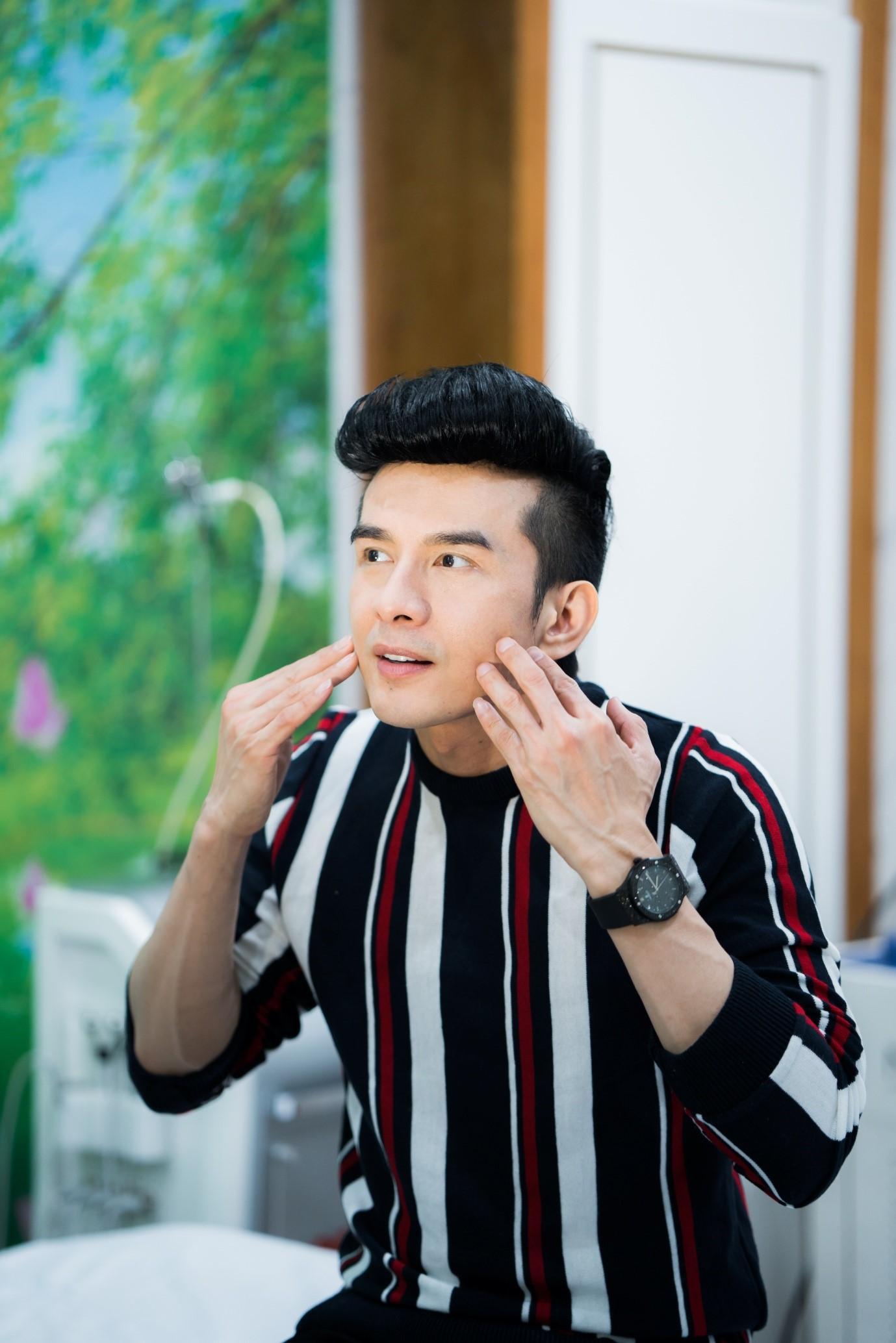 """Bắt gặp """"Anh Bo"""" Đan Trường làm đẹp tại Thiên Hà Spa - Ảnh 4"""