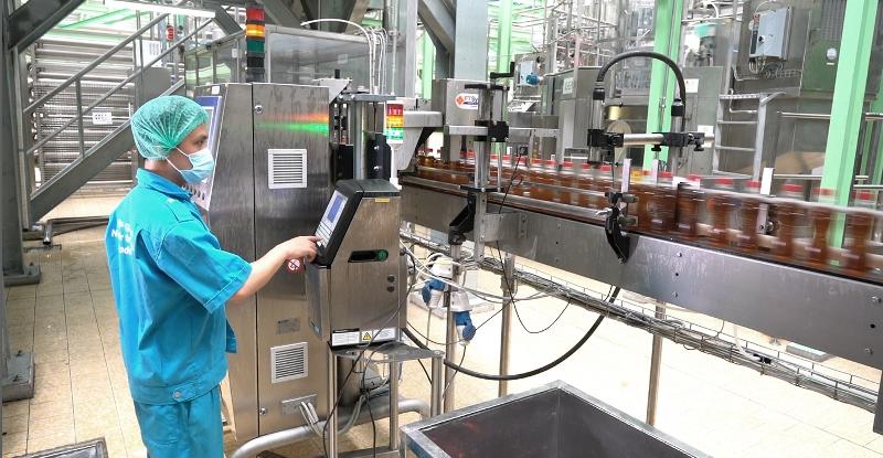 Sinh viên thích thú khi thăm quan công nghệ Aseptic tại nhà máy của Tân Hiệp Phát - Ảnh 3