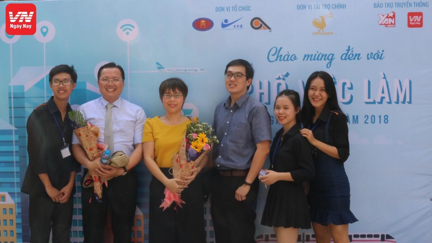 Náo nhiệt cùng VN Ngày Nay tại ngày hội việc làm trường ĐH KHXH&NV TP. HCM - Ảnh 2