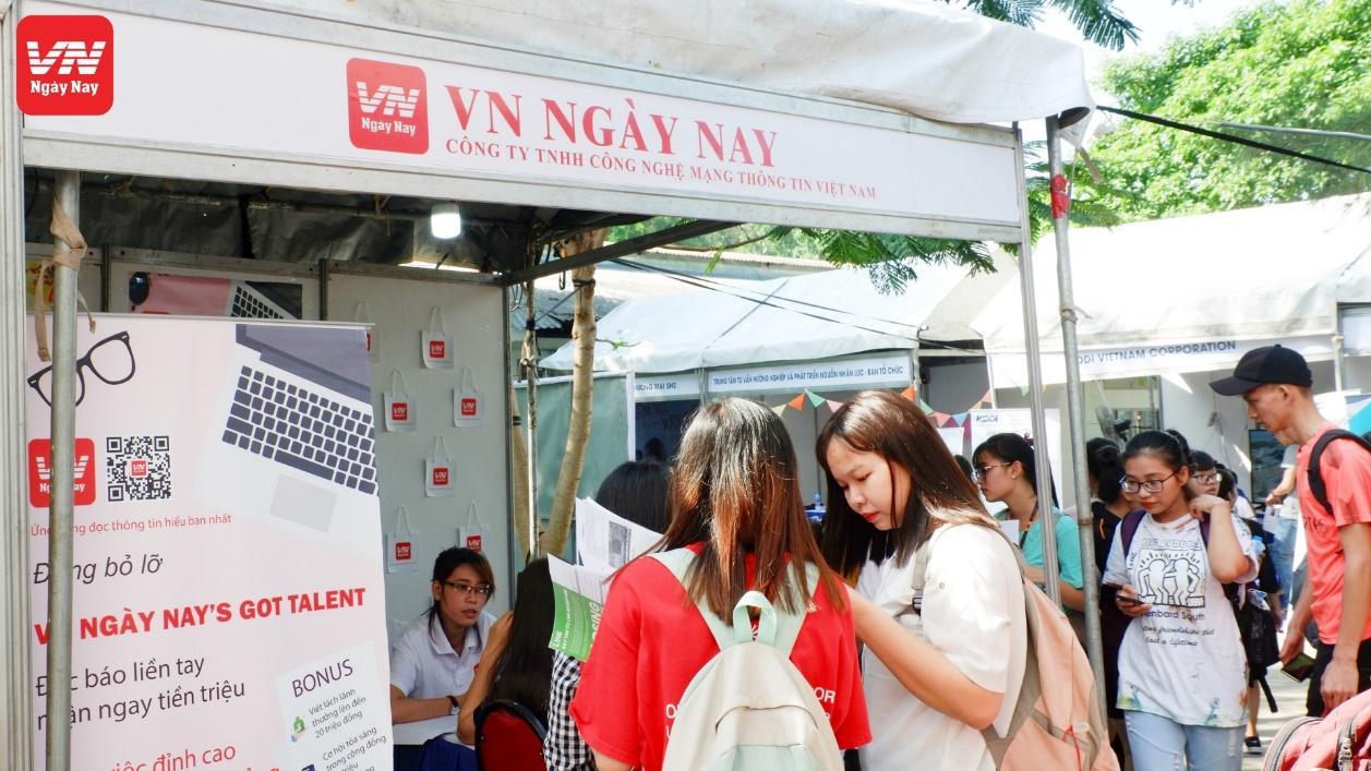 Náo nhiệt cùng VN Ngày Nay tại ngày hội việc làm trường ĐH KHXH&NV TP. HCM - Ảnh 4