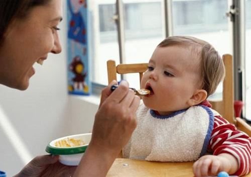 Mẹ có biết nên làm gì khi trẻ biếng ăn chưa? - Ảnh 2