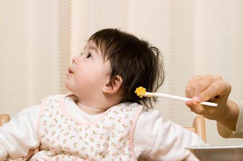 Mẹ có biết nên làm gì khi trẻ biếng ăn chưa? - Ảnh 1