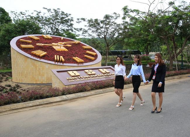 Biểu tượng đồng hồ ở nhà máy lọc dầu Dung Quất - Ảnh 1
