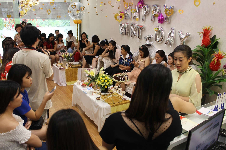 Cả khán phòng bùng nổ tại tiệc sinh nhật Thẩm mỹ viện Phương Thúy cơ sở 4 - Ảnh 2