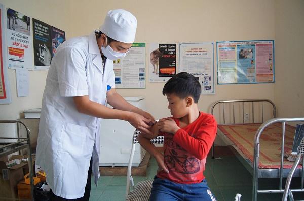 Bộ Y tế khẳng định cung ứng đủ vắc xin phòng dại - Ảnh 1