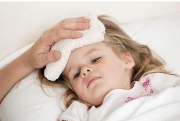 Cảnh báo những dấu hiệu nguy hiểm khi trẻ bị sốt  - Ảnh 1