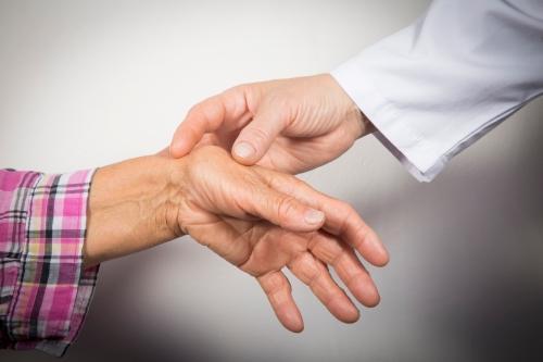 Cách phòng bệnh viêm khớp dạng thấp hiệu quả - Ảnh 1
