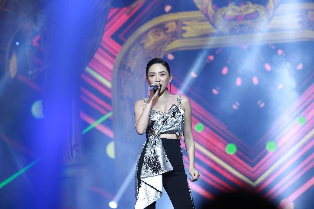 Tóc Tiên cá tính đi dự sự kiện của Linh Hương - Ảnh 1