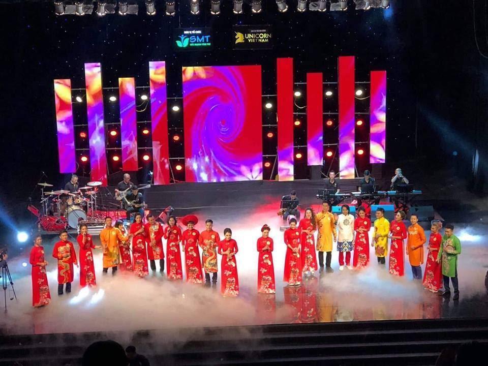 Nam vương Trường Tashi lịch lãm khi tham gia làm BGK cuộc thi Giọng ca vàng doanh nhân 2018 - Ảnh 7