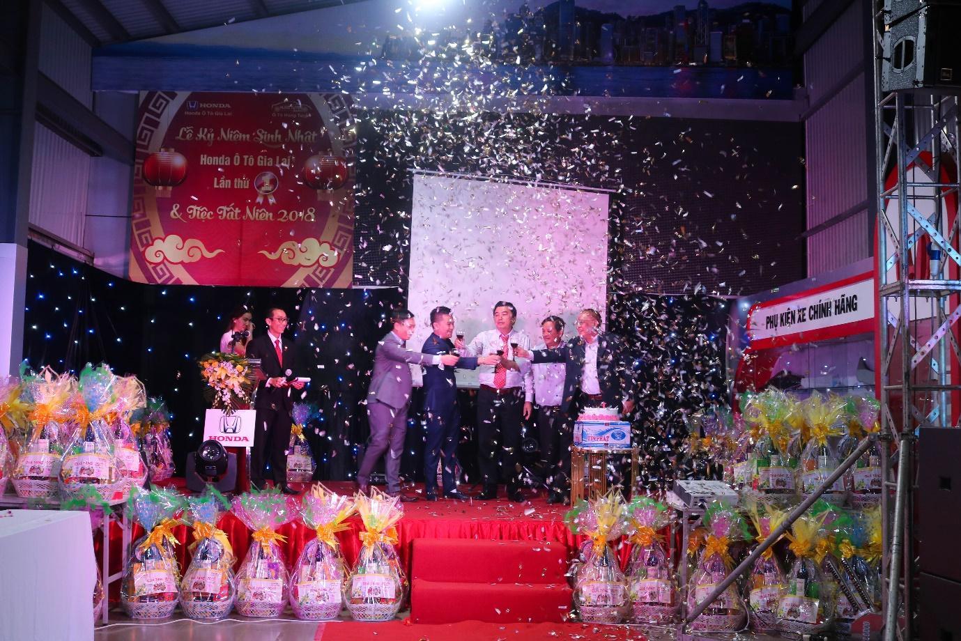 Honda Ôtô Gia Lai – Tưng bừng tổ chức lễ kỷ niệm sinh nhật 1 năm và tất niên 2018 - Ảnh 2