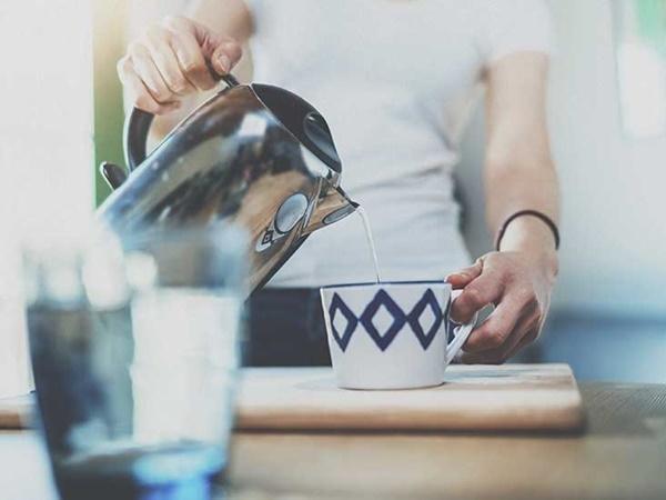Uống nước đun sôi để nguội, lợi bất cập hại - Ảnh 1