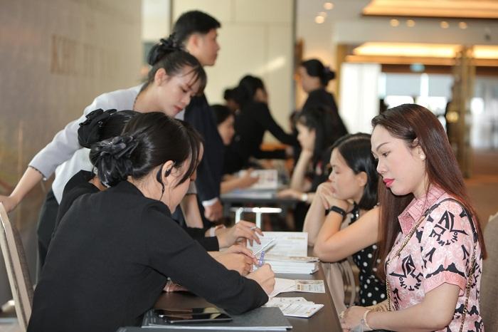 """""""Hội thảo giảm béo - Trẻ hóa da lớn nhất 2020"""" của KHAAN """"vỡ trận"""" khách tham dự  - Ảnh 3"""