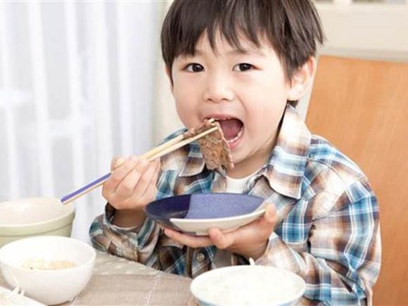 5 nguyên tắc vàng của mẹ Nhật giúp con hết biếng ăn  - Ảnh 1