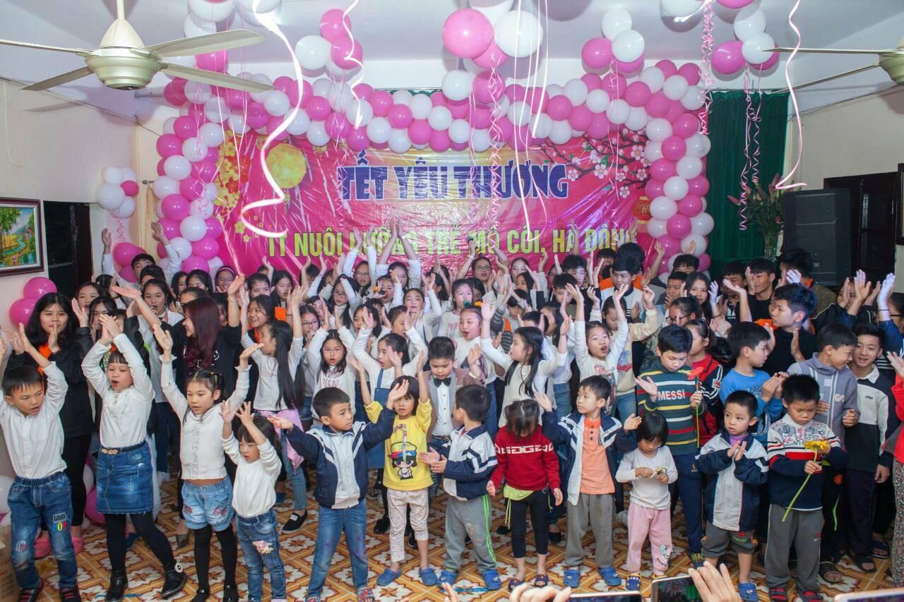 Cô giáo thanh nhạc Nguyễn Linh Thúy - Tấm lòng nhân ái vì cộng đồng - Ảnh 2
