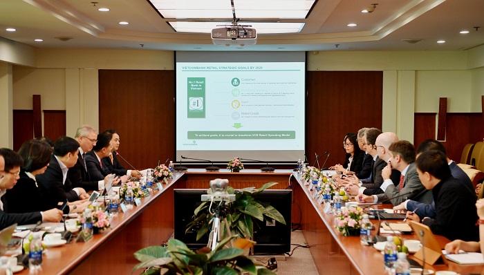 """Vietcombank tổ chức lễ khởi động dự án """"Chuyển đổi mô hình ngân hàng bán lẻ"""" - Ảnh 1"""