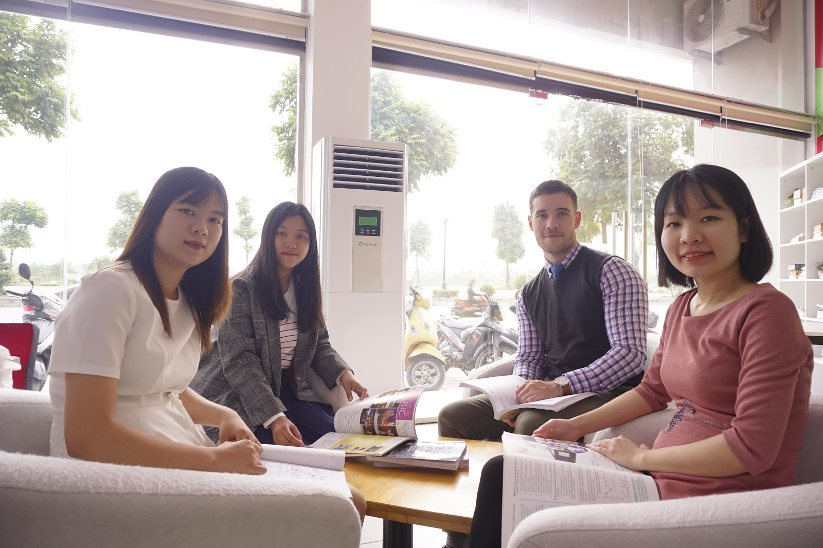 Trải nghiệm một ngày học IELTS tại Universal Language Center - Ảnh 2