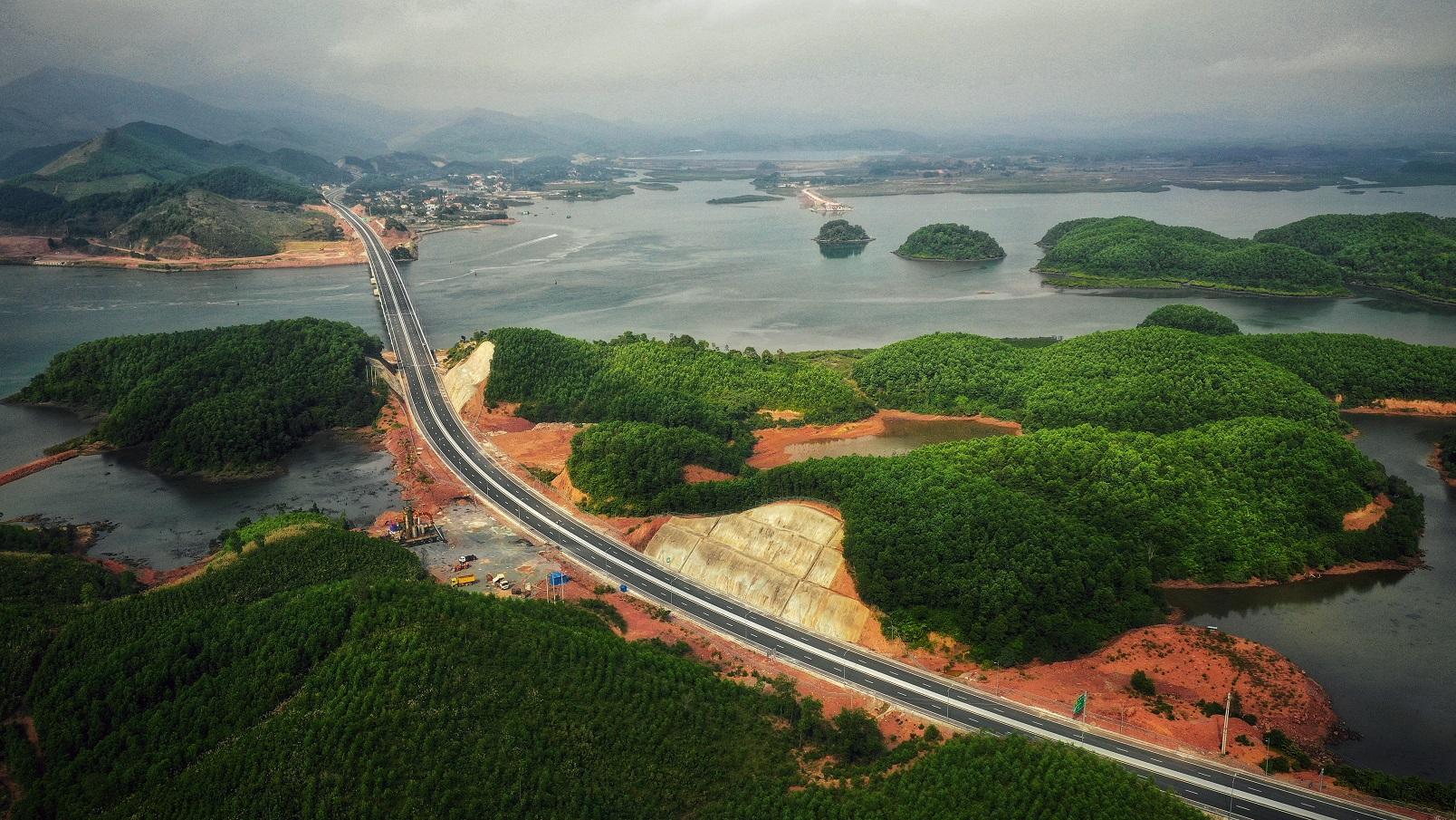 Du lịch miền Trung – Tây Nguyên: Áp lực lớn vì thiếu sân bay, cảng biển - Ảnh 1