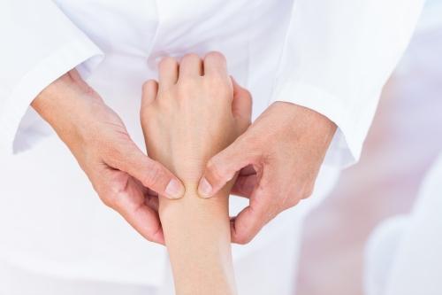 Biểu hiện của bệnh viêm khớp dạng thấp cần nhận biết trước khi quá muộn - Ảnh 3