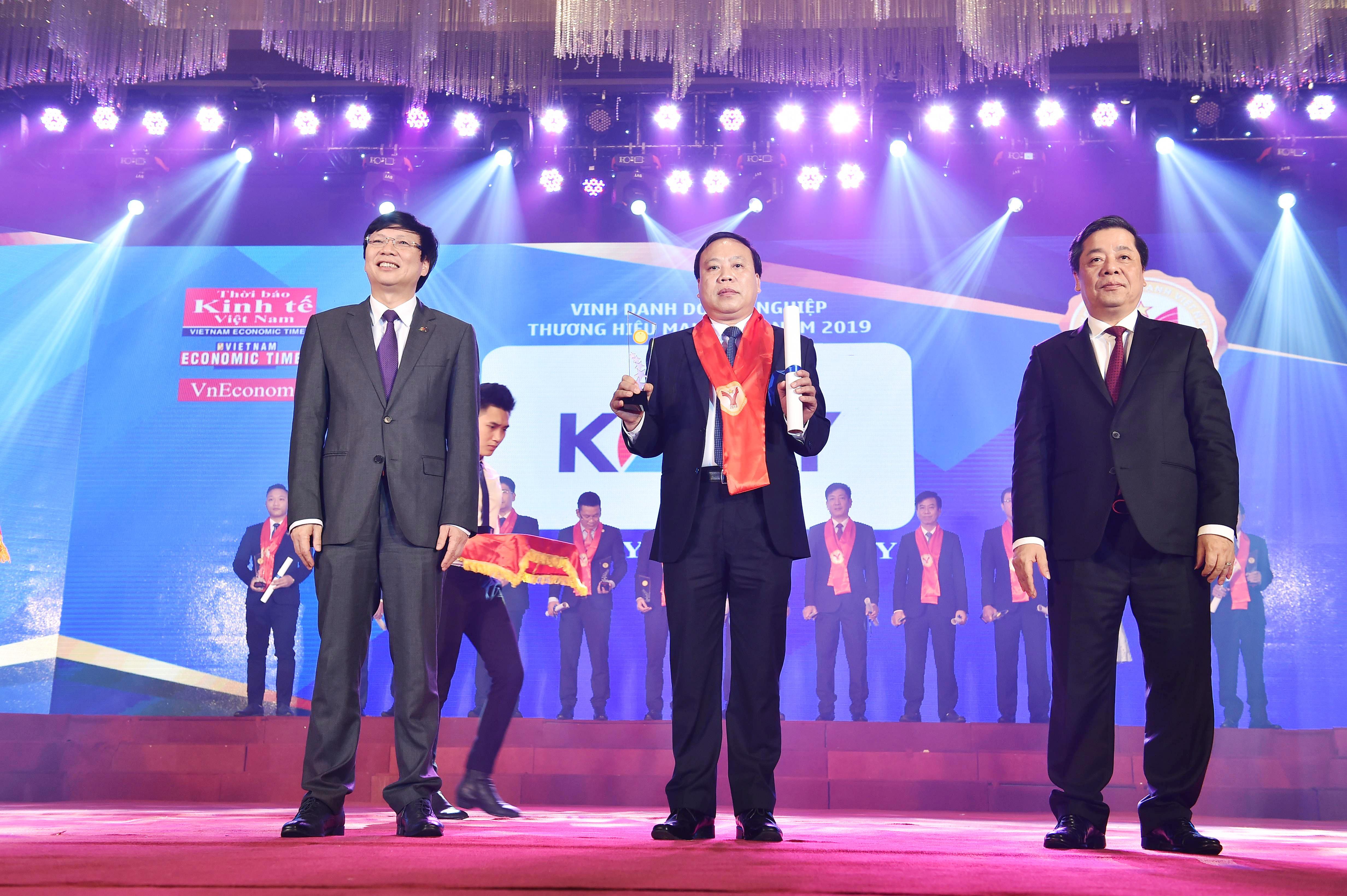 """Kosy Group khẳng định vị thế mới với hat-trick giải thưởng """"Thương hiệu mạnh Việt Nam"""" - Ảnh 1"""