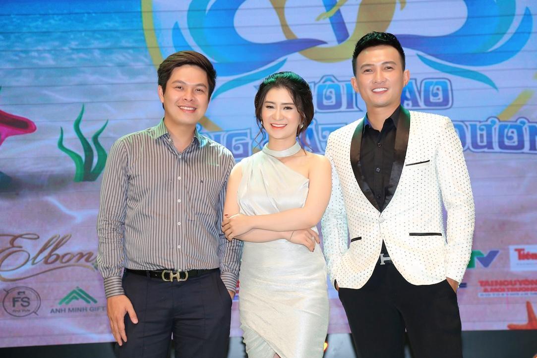 """Cao Tùng Huy ngồi ghế nóng BGK khách mời """"Ngôi Sao Tiếng Hát Đại Dương"""" mùa đầu tiên - Ảnh 4"""