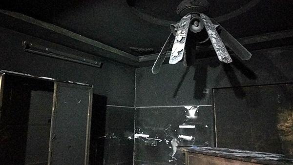 Vụ con rể cũ chém bố vợ rồi đốt nhà ở Hà Nội: Cận cảnh hiện trường tan hoang - Ảnh 6