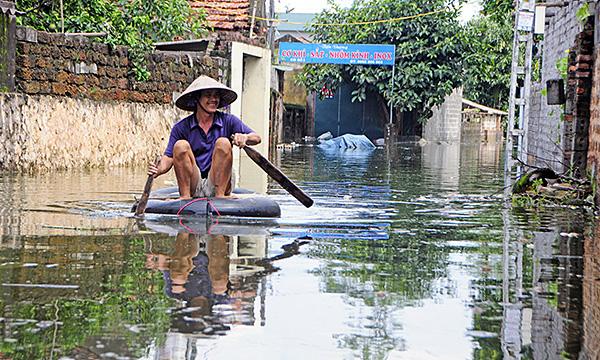 """Người dân ngoại thành Hà Nội bị bủa vây trong """"lũ rác"""" - Ảnh 3"""