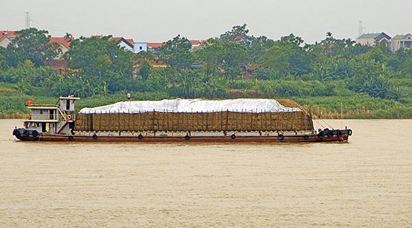 """""""Cát tặc"""" thản nhiên hoành hành trên sông Hồng bất chấp chỉ đạo của Chủ tịch Hà Nội - Ảnh 6"""