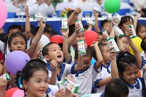 Hà Nội: Tạm lùi thời gian đấu thầu đề án sữa học đường tới 10/10 - Ảnh 1