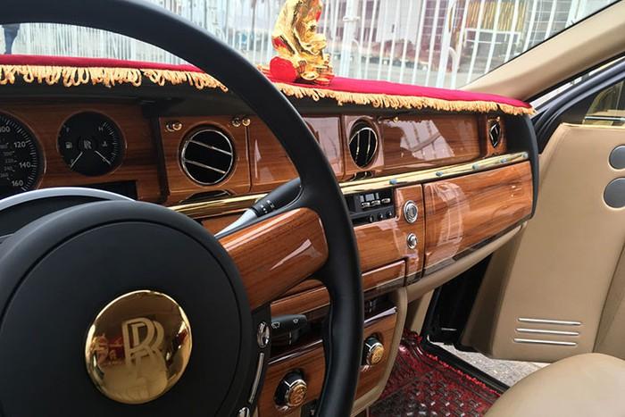 """""""Choáng"""" với Rolls-Royce Phantom rồng vàng 35 tỷ bất ngờ xuất hiện ở Hải Phòng - Ảnh 3"""