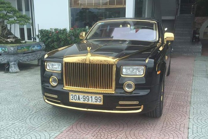 """""""Choáng"""" với Rolls-Royce Phantom rồng vàng 35 tỷ bất ngờ xuất hiện ở Hải Phòng - Ảnh 1"""