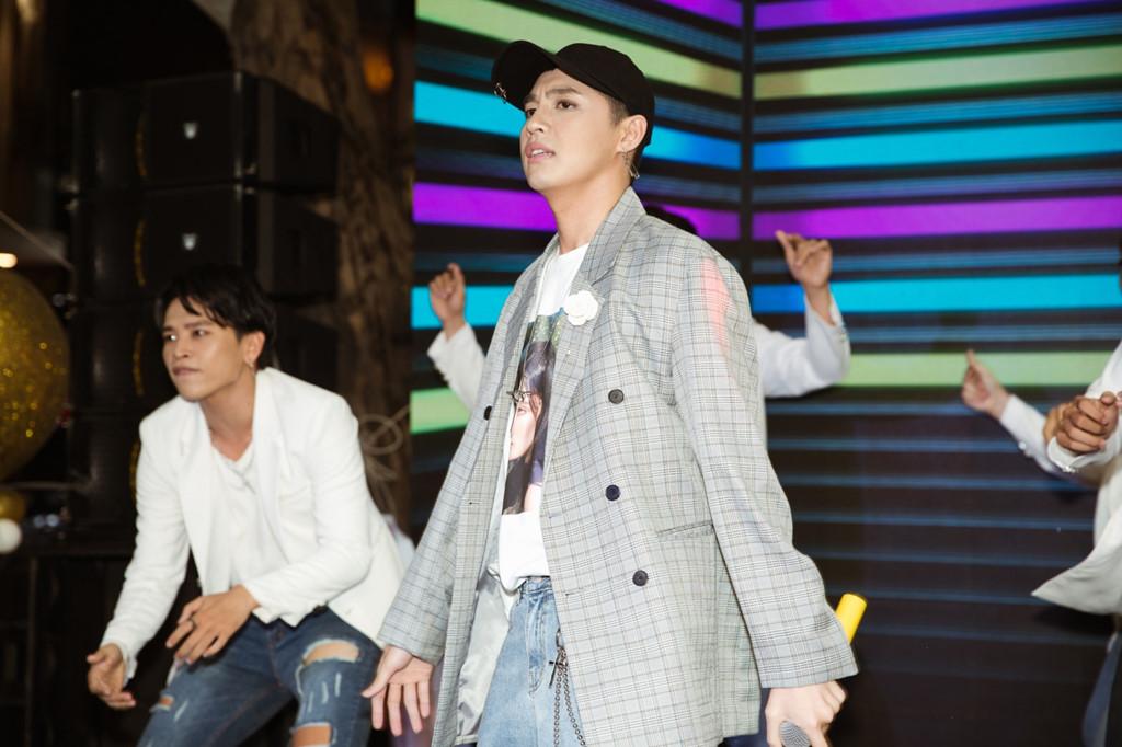 Noo Phước Thịnh xuất hiện tiều tụy, hủy hàng loạt show giữa ồn ào bị nhạc sĩ Mỹ kiện - Ảnh 1